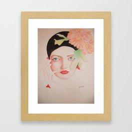 retrato de mujer con sombrero floreado  Framed Art Print