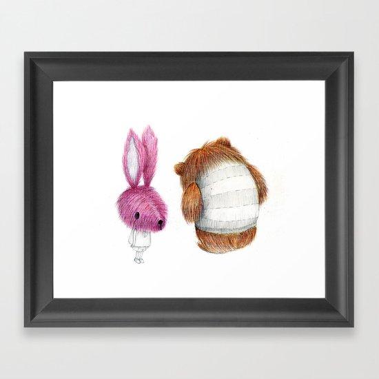 El conejo y el oso Framed Art Print