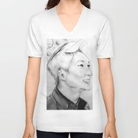 shinee V-neck T-shirts featuring Onew_King by Roxie33