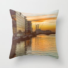 Sunset over Chelsea Bridge 02A - Vintage (everyday 13.01.2017) Throw Pillow