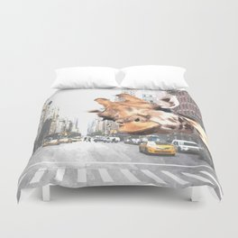 Selfie Giraffe in New York Duvet Cover