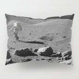 Apollo 17 - Astronaut Running Pillow Sham
