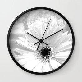 Winter White Gerbera Daisy A199 Wall Clock