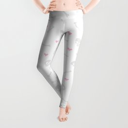 Cartoon Skulls with Hearts on White Background Seamless Pattern Leggings