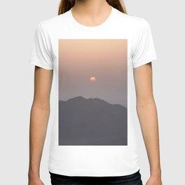 Sunrise at Moses Mountain. T-shirt