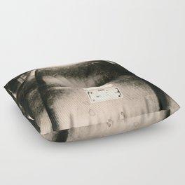 Über das Berühren von Wicklungen / About touching windings Floor Pillow