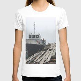 Boat - Baïkal - Lake - Water - Landscape - Siberia - Pier. Little sweet moments. T-shirt