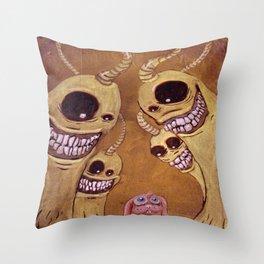 Intimidación Throw Pillow