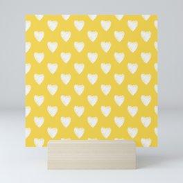 Corazones blancos sobre amarillo Mini Art Print
