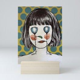 mujer planta Mini Art Print