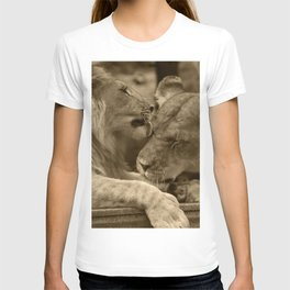 Mother and son II T-shirt