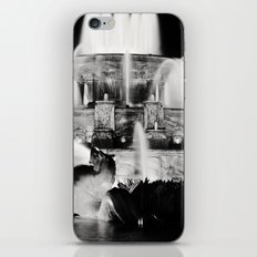 Chicago's Buckingham Fountain at Night iPhone & iPod Skin