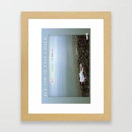 Carte Postale - On se fait chier mais au moins tu n'es pas là Framed Art Print