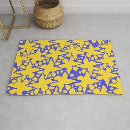 Asymmetry collection: abstract flowers in the water Rug