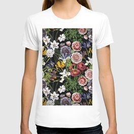 Vintage & Shabby Chic - Lush baroque flower pattern T-shirt