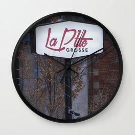 La petite grosse - affiche de rue Wall Clock