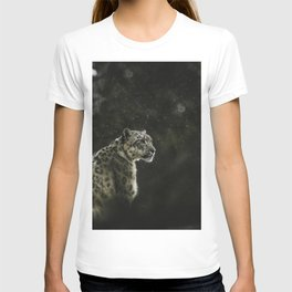 LEOPARD LOOKING AT THE RIGHT T-shirt