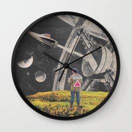 a l i e n ? Wall Clock