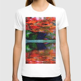 SURREAL RED POPPIES GREEN VASE REFLECTIONS T-shirt