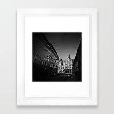 Jeu de miroirs Framed Art Print