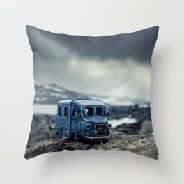 Little cars, Big Planet (Snow) Throw Pillow