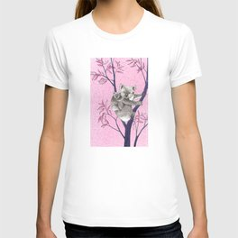 koala with baby in tree T-shirt