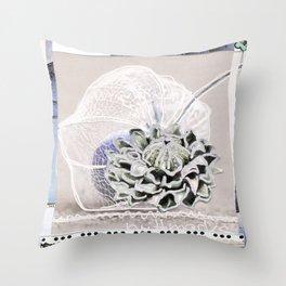 brittmarks Bluete fliederfarbig Throw Pillow