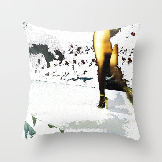Pasarela Gaudí Throw Pillow
