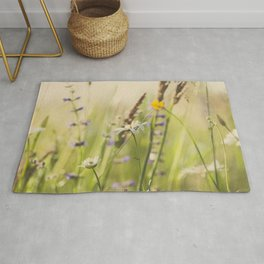 Country grass and wildflowers Rug