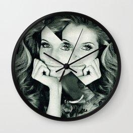 Frau Dreiecke 7 Wall Clock