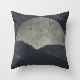 eerie landscapes 4 Throw Pillow