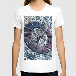 Frozen in Time | Old Rustic Medieval European Gothic Urban Clock T-shirt