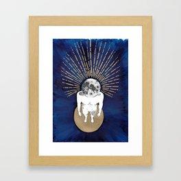 Tête dans la lune Framed Art Print