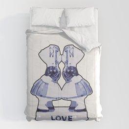 Kissing couple #2 Comforters