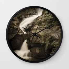 Véu de Noiva Waterfall Wall Clock