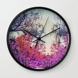 Dibujando un sol en el bosque Wall Clock