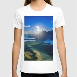 lake wanaka covered in blue colors new zealand beauty T-shirt