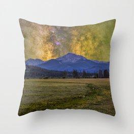 Milky way over Beyer peak Throw Pillow
