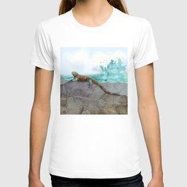 Marine Iguana on the Seashore - Galapagos Endangered Animal T-shirt