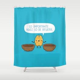 Lo importante nuez lo de afuera Shower Curtain