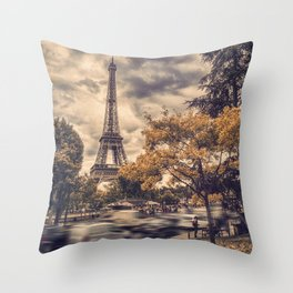 La Tour Eiffel_01 Throw Pillow