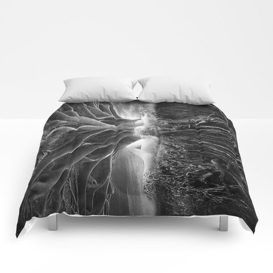Black and White - No escape Comforters