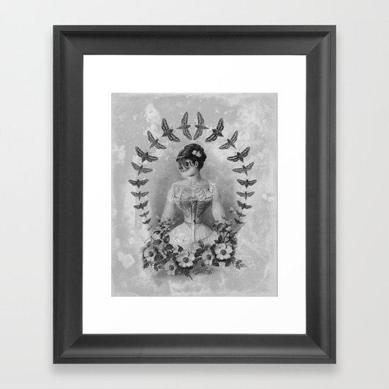 Dueña Polilla Framed Art Print