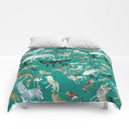 Wolves of the World Green pattern Comforters