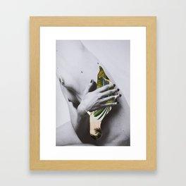 DUERMEN LOS VOLÁTILES Framed Art Print