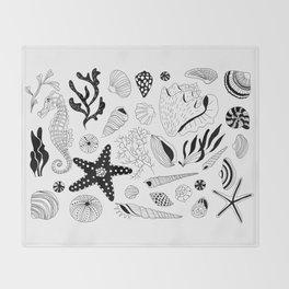 Tropical underwater creatures and seaweeds Throw Blanket