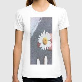 yelloe T-shirt