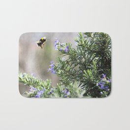 bumble bee flight Bath Mat