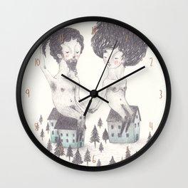 Ele tinha saído de casa para ir buscar uma árvore, acabou por trazer uma floresta Wall Clock