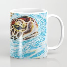 Sea turtle swimming Coffee Mug